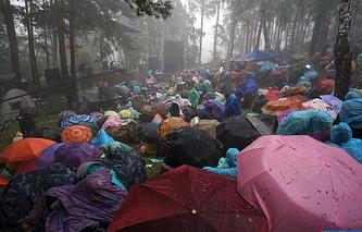 Во время начала грозы на Ильменском фестивале