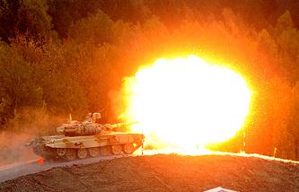 """На IX Международной выставке вооружения Russia Arms EXPO на полигоне Нижнетагильского института испытания металлов """"Старатель"""" в 2013 году"""