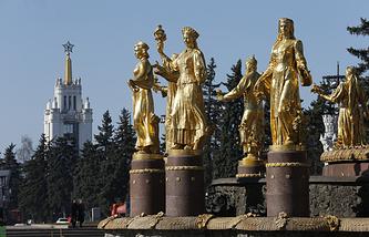"""Скульптуры фонтана """"Дружба народов"""""""