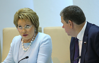 Спикер СФ РФ Валентина Матвиенко и вице-спикер СФ Евгений Бушмин