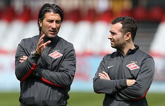 Мурат Якин (слева)
