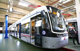 Трехсекционный трамвай нового поколения модели 71-414 (совместная разработка корпорации УВЗ и польской компании PESA), который поизводится для Москвы