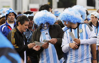Болельщики сборной Аргентины с билетами на матч чемпионата мира
