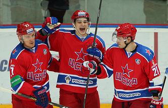 Николай Прохоркин (в центре)