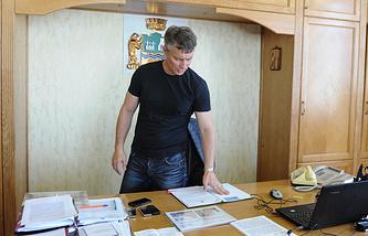 Евгений Ройзман в своем кабинете после обысков