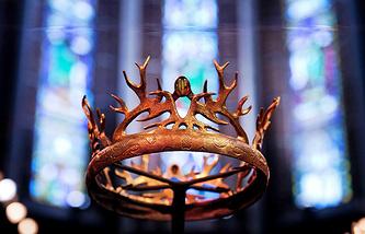 Корона из сериала на выставке в Амстердаме