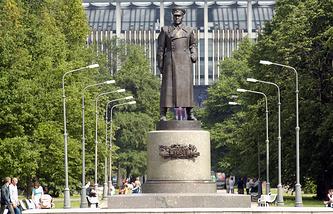 Парк Победы. Памятник маршалу Жукову