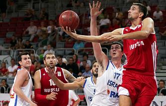 Баскетболисты сборной России в матче с командой Израиля