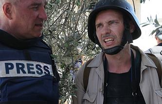 Фотокорреспондент Андрей Стенин (справа)