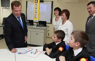Дмитрий Медведев на открытии Ставропольского президентского кадетского училища, 2011 год