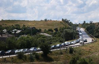 """Очередь из автомобилей на паром в порту """"Крым"""""""