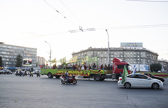 """Машина """"Цирка Демидовых"""" в Новосибирске"""