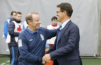 Главный тренер сборной Азербайджана Берти Фогтс и Фабио Капелло (справа)
