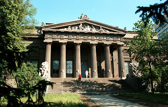 Здание Национального художественного музея Украины в Киеве, архивное фото, 1999 год