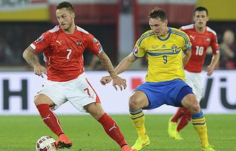 Эпизод из матча между сборными Австрии и Швеции
