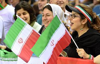 Болельщицы иранской сборной по волейболу на чемпионате в Польше