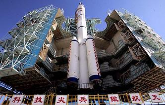 Запуск космического корабля Shenzhou-6 с РН March CZ-2F на космодроме Цзюцюань