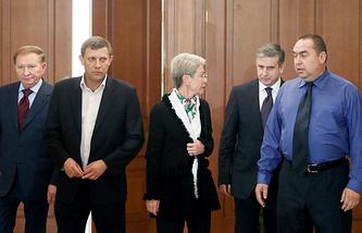 Участники трехсторонней контактной группы (Украина-ОБСЕ-Россия) по урегулированию ситуации на востоке Украины. 5 сентября 2014 года