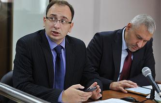 Адвокаты Николай Полозов и Марк Фейгин (слева направо)