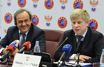 Президент РФС Николай Толстых (справа) и глава УЕФА Мишель Платини