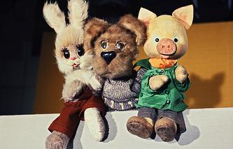 """Герои телепередачи """"Спокойной ночи, малыши!"""" Степашка, Филя и Хрюша"""
