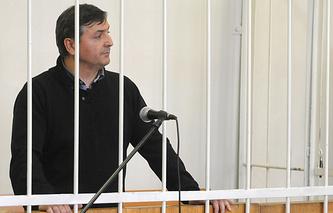 Бывший первый замгубернатора Омской области Юрий Гамбург в зале суда. Архив
