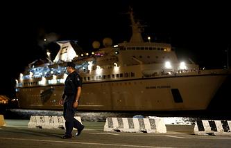 Круизный лайнер Salamis Filoxenia с 345 сирийскими беженцами в порту Лимасола