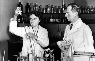 Герти и Карл Кори, получившие Нобелевскую премию в области медицины и физиологии в 1947 году