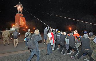 Снос памятника Ленину в Харькове, 28 сентября