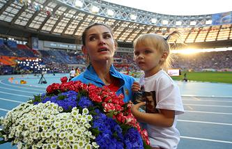 Анна Чичерова с дочерью Никой на чемпионате мира-2013 в Москве