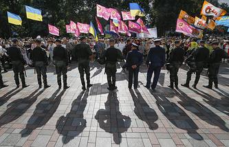 Митинг сторонников люстрации у здания Верховной рады в Киеве