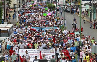 Митинг с требованиями найти пропавших студентов в Акапулько, 15 октября 2014 года