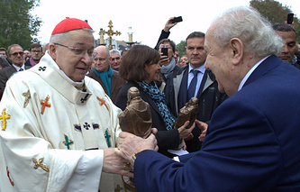 Архиепископ Парижский Андре Вен-Труа и скульптор Зураб Церетели