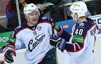 Дмитрий Кугрышев (слева)