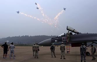 """Авиационная группа высшего пилотажа """"Русские Витязи"""" на выставке авиационных и космических технологий Airshow China 2014"""