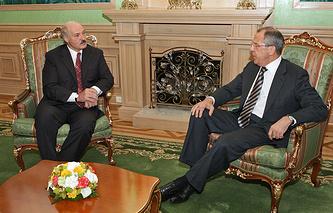 Архив. Президент Белоруссии Александр Лукашенко и министр иностранных дел России Сергей Лавров