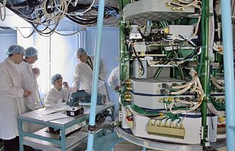 Спутник ГЛОНАСС-М на испытательном стенде