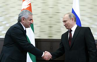 Рауль Хаджимба и Владимир Путин