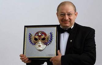 """Александр Пантыкин с """"Золотой маской"""" за 2011 год"""