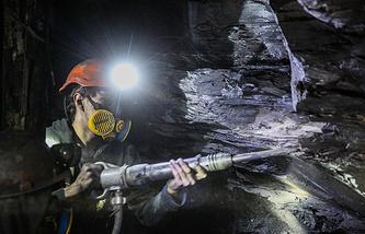 Шахтер в  шахте имени С.М. Кирова, Донецкая область, 2014 год