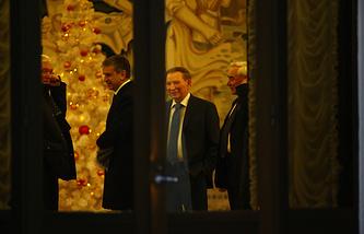 Российский посол в Белорусии Александр Суриков, посол России на Украине Михаил Зурабов и бывший президент Украины Леонид Кучма в Минске