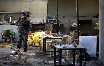 На месте взрыва в кафе в квартале Джебель- Мохсен