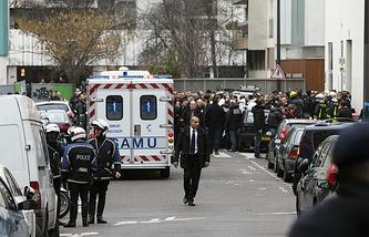 У здания редакции Charlie Hebdo в день трагедии
