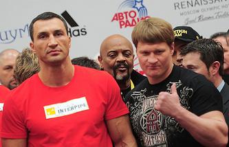 Владимир Кличко (слева) и Александр Поветкин (справа)