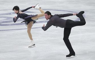 Юко Кавагути и Александр Смирнов в соревнованиях спортивных пар