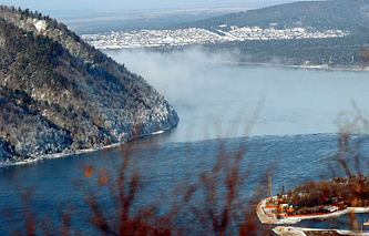 Вид на исток реки Ангара и озеро Байкал