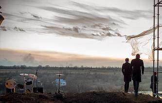 "Кадр из фильма ""Под электрическими облаками"""