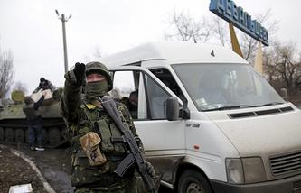 Блокпост украинских военных на въезде в Дебальцево