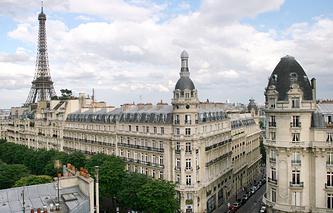 Париж. Вид на Эйфелеву башню и центр города.