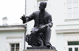 Памятник П.И. Чайковскому в Алапаевске